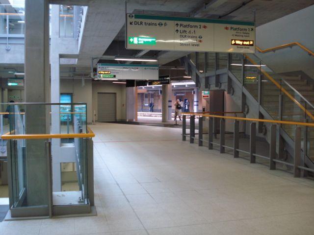 Dead simple interchange with mainline rail