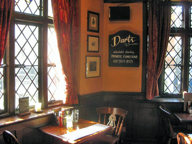 Coach and Horses interior. Image by M@.