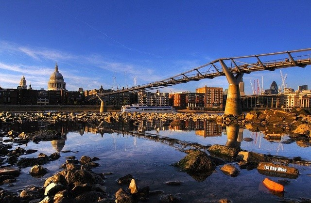 Photo of the Day: Bridge over the River Thames