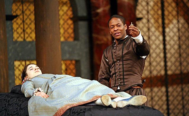 Ellie Kendrick (Juliet) and Adetomiwa Edun (Romeo). Image by John Haynes