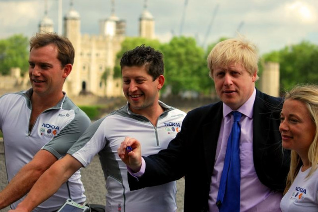 SolarCyclists Iain, Jamie and Susie with Boris Johnson as they set off on their journey
