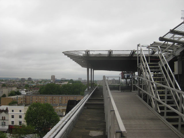 The helipad hanging out over Whitechapel Road. Image by M@