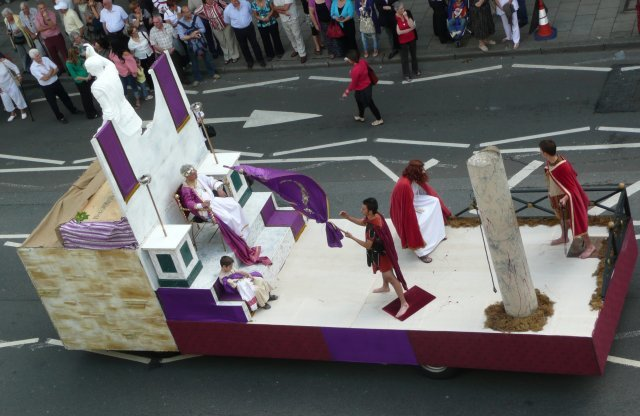 13595_italian-parade1.jpg