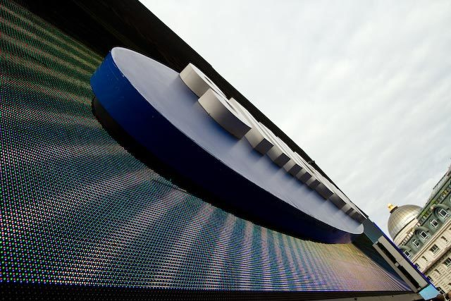 Up close and personal with the Samsung sign