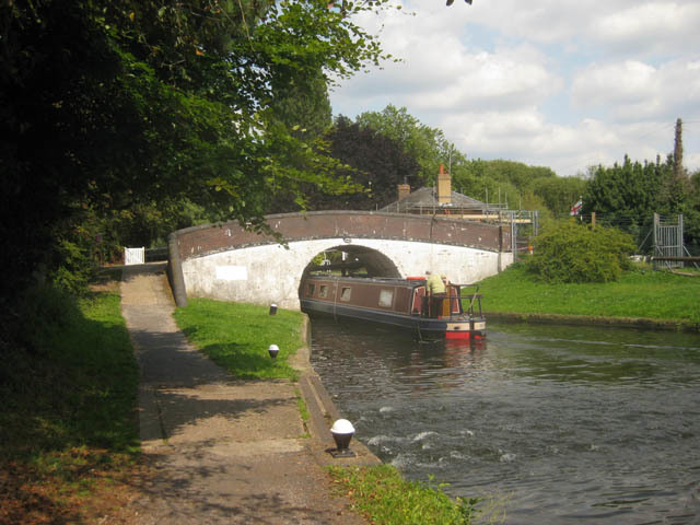 Just a couple of hundred metres along the tow path we reach the picturesque Uxbridge Lock.