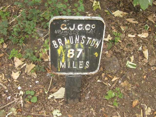 These Braunston mileposts crop up, well, every mile along the canal. Braunston is a small village in Northamptonshire where the Grand Union meets the Oxford Canal.