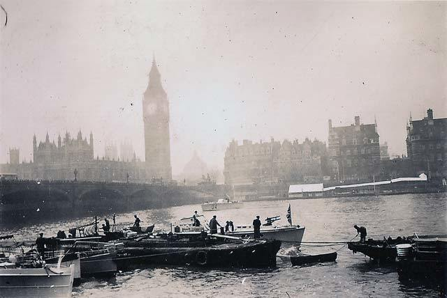 Palace of Westminster's Clock Tower, Westminster Bridge and the Thames