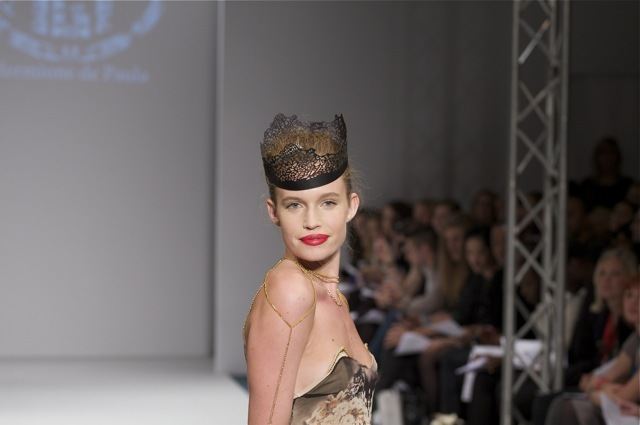 Designer Hermione de Paula obiously has a thing for crowns