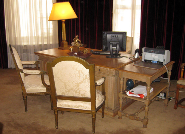 Desk of the Argentine ambassador, by M@