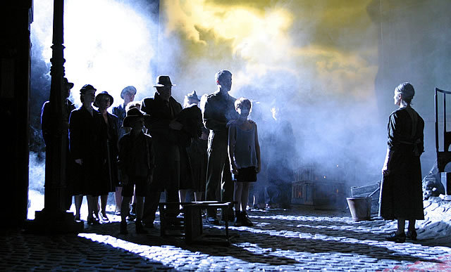 Theatre Review: An Inspector Calls @ the Novello Theatre