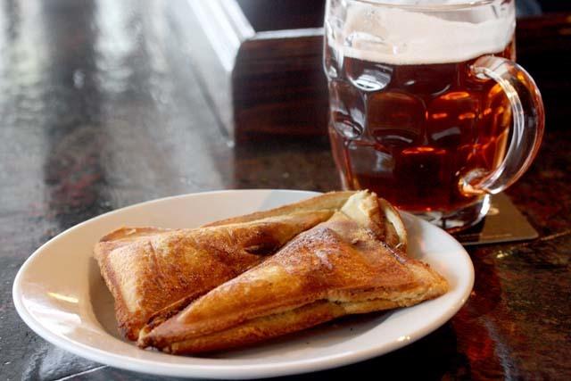 Foie gras toasty and a pint 640.jpg