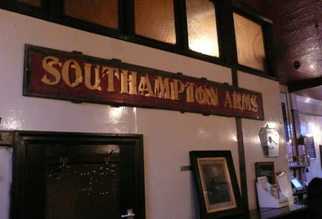 16738_southampton_arms_sign.jpg