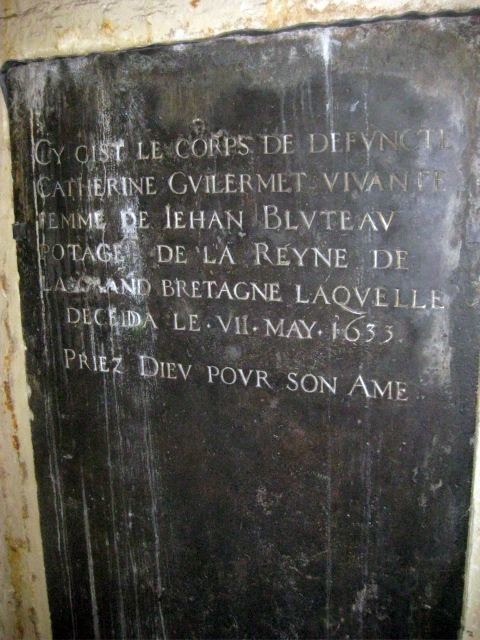 One of several gravestones, this one is in French, commemorating Catherine Guilermet, who appears to have been some kind of maid to the queen of Charles I (Henrietta Maria). But isn't 'potage' French for soup? Help, we need a translator.