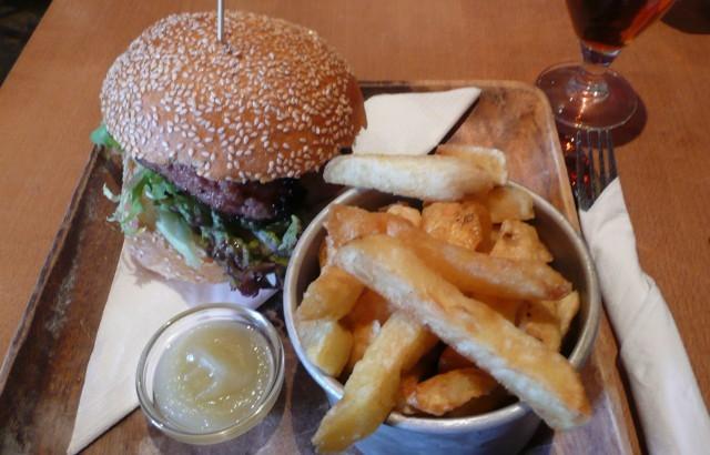 16887_greenwich_union_burger_chips.jpg