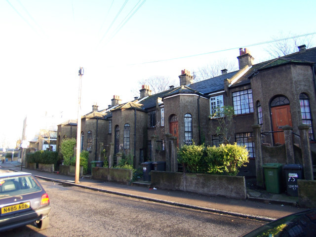 Interesting houses on Rokeby Road / image by Jon Godsell