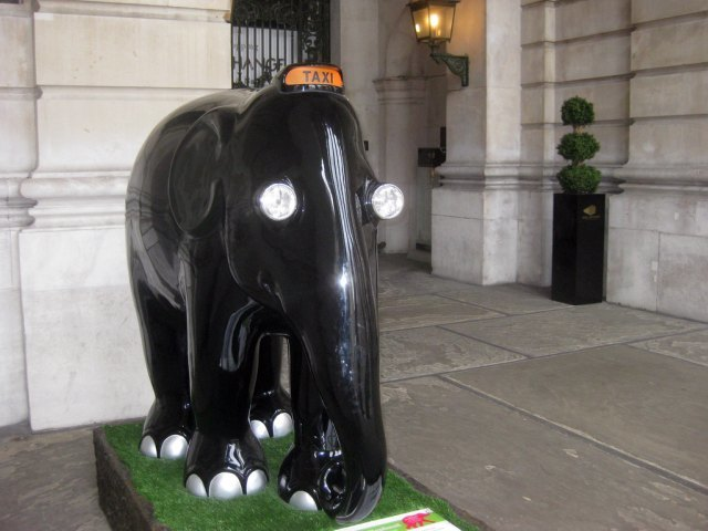 A black cab elephant on the steps of the Royal Exchange. Image by M@.