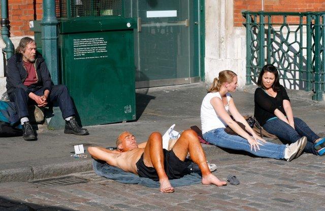 street_sunbathing.jpg