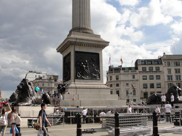 """Trafalgar Square: """"They had reached the centre of the square, the famous tall column flanked by enormous lions - a strangely threatening presence in the gloom."""" p.265"""