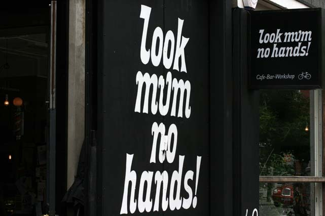 Look Mum No Hands sign
