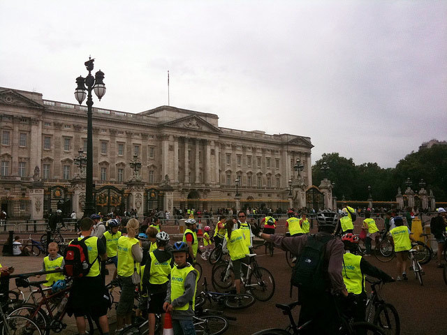 At Buck Palace, waiting for her majesty to join the ride... (Photo / KrazyBee)