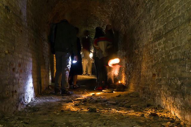 18776_crypt_tunnel.jpg