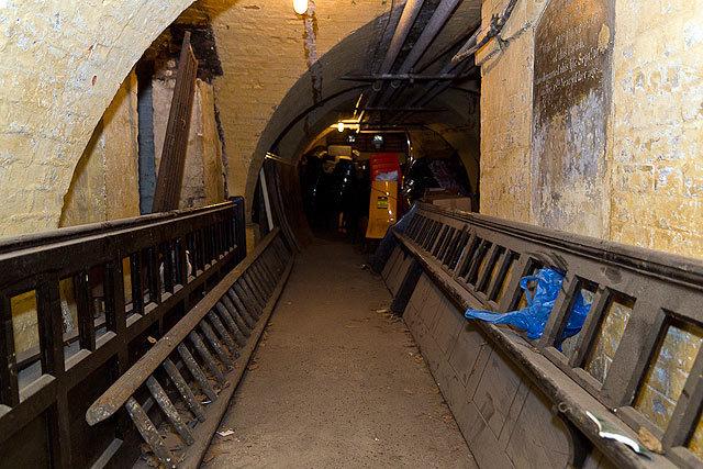 18776_crypt_tunnel2.jpg