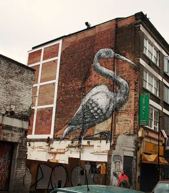 A crane on Hanbury Street, courtesy of cafedereves.