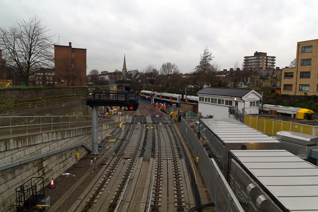 The track emerges from the curve and runs parallel to the North London line.