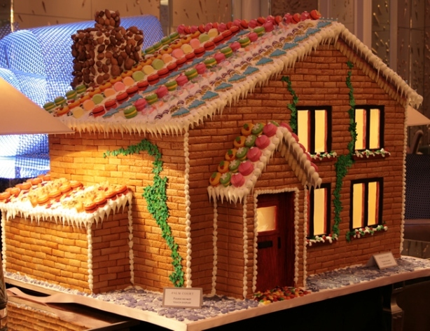 London's Biggest Gingerbread House @ The Langham