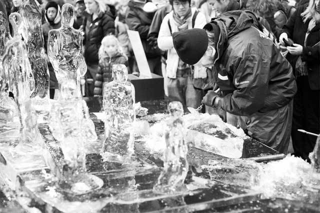 ice-sculpting-canary-wharf-1.jpg