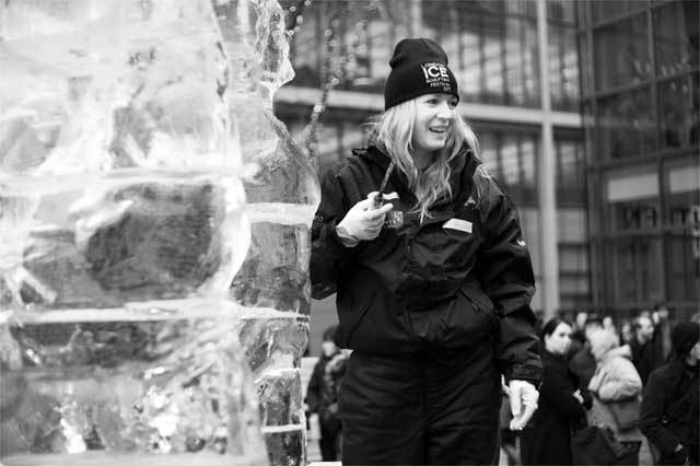 ice-sculpting-canary-wharf-3.jpg