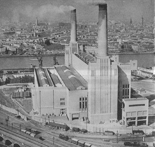 An operational Battersea in the 1930s, before the second turbine hall was built.