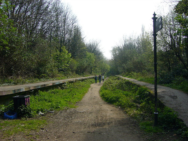 The former Northern Heights railway, now the Parkland Walkway. These two platforms are the remains of Crouch End station. Photo / fezpp