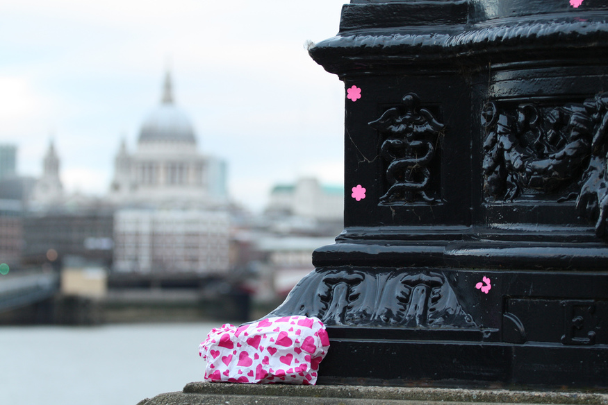 Pink bag. By apieroux.