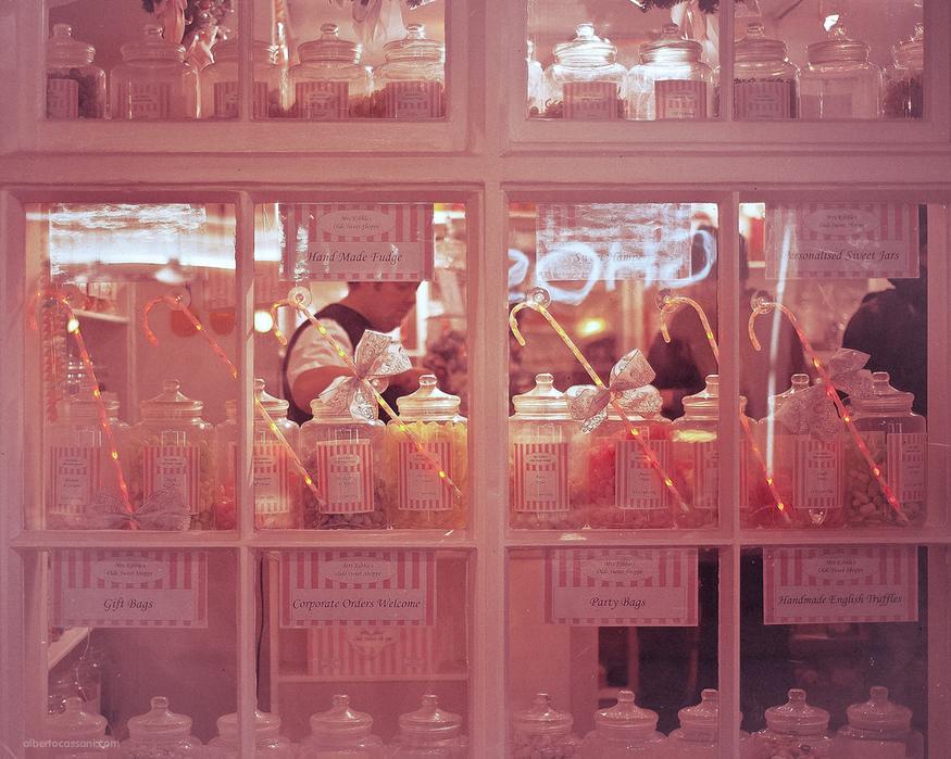 Pink shop, by BeboFlickr.