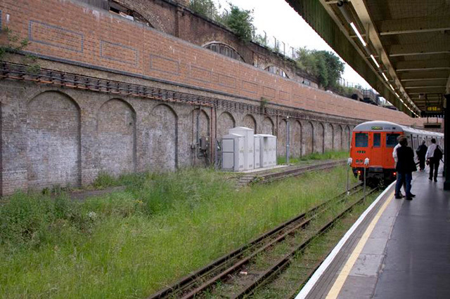 Shoreditch station in June 2006, its last day of operation. The entire cutting has been filled in to support the ramp for Overground trains between Whitechapel and Shoreditch High Street.