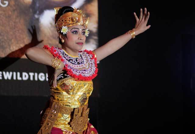 An exquisite Balinese dancer enthrals