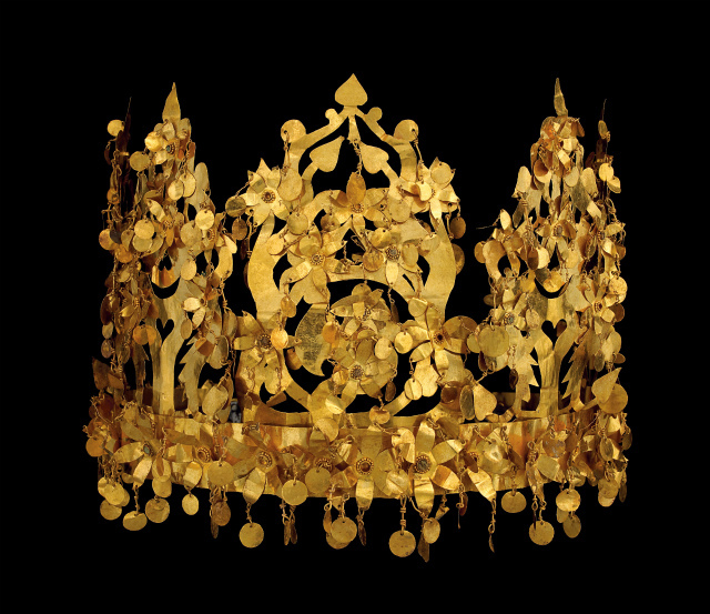Crown (Tillya Tepe, Tomb VI), gold and imitation turquoise, National Museum of Afghanistan © Thierry Ollivier / Musée Gui