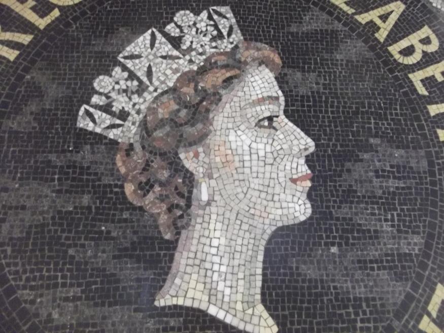 Closeup of the Queen.