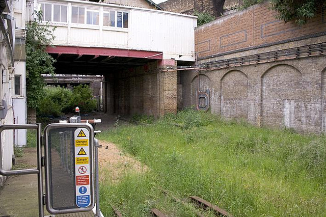 Shoreditch station in 2006, weeks before it closed