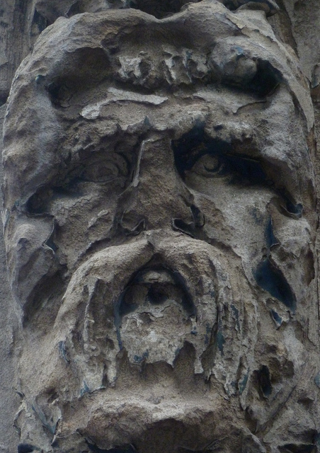 An already careworn bit of decoration in Charterhouse Street, bang next door to the new Farringdon Station works entrance (which won't help with the deterioration, one suspects). Security guards were suspicious; and I had to explain, in high-pitched panic, that I was taking pictures of Victorian faces, not engineering works. Contempt ensued.