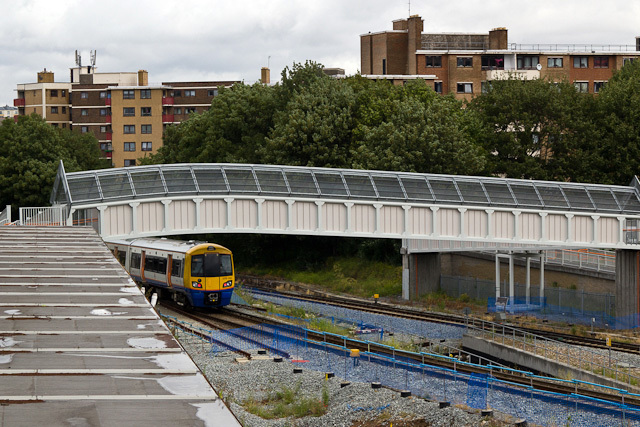 A northbound East London line train heading into Surrey Quays. The rail beside it marks the beginning of the extension to Clapham Junction. It will join with the southbound line via a flyunder.