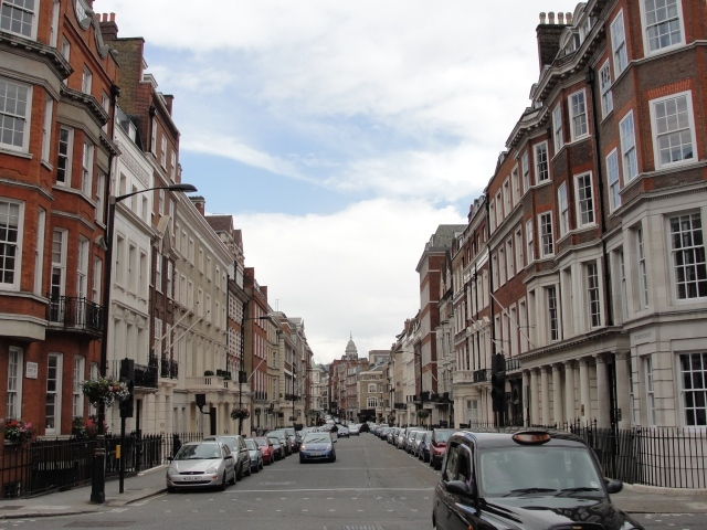 "Grosvenor Street: ""She then read the first sentence aloud, which comprised the information of their having just resolved to follow their brother to town directly, and of meaning to dine the next day in Grosvenor Street, where Mr Hurst had a house"" (Pride and Prejudice, Ch 21). Charles and Caroline Bingley stay with their sister and her husband."