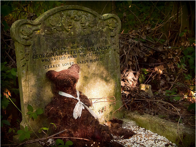 Bear, Camberwell Old Cemetery by IanMH