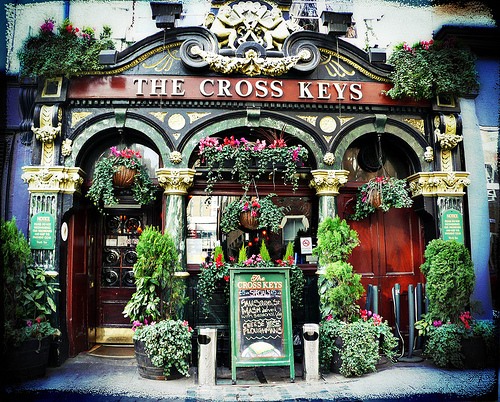 Drink-ography: the cross keys by buckaroo kid