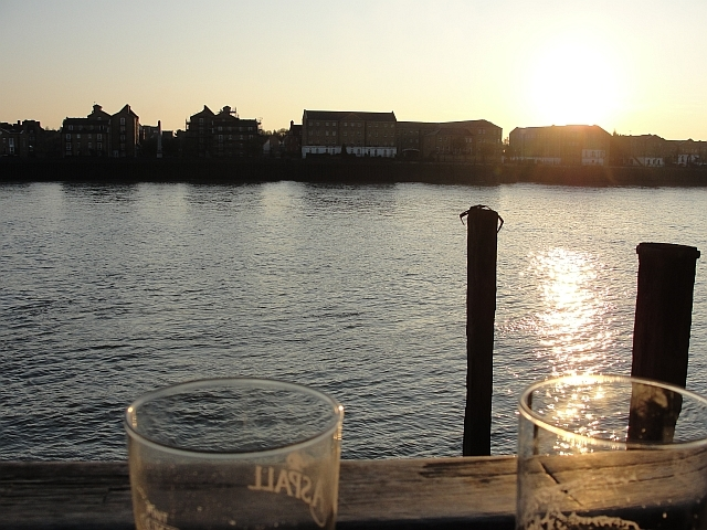 An amazing view across the Thames from The Grapes's terrace / photo Rachel H