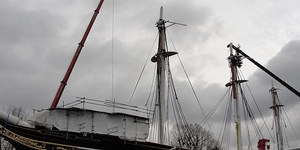 Cutty Sark Gets Masts And Christmas Tree