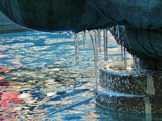 Icicles on the Trafalgar Square Fountain by kenjonbro