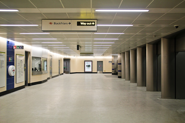 The walkway between the eastbound and westbound platforms