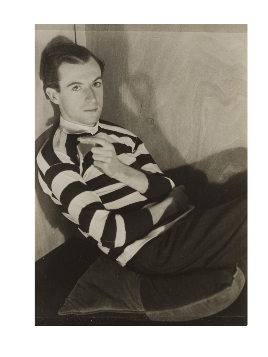 Cecil Beaton by Curtis Moffat in 1930. Copyright V&A images